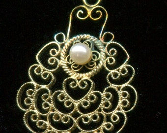 10K Gold Filigree Pearl Pendant and 10K Chain G205