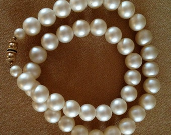 Beautiful vintage pearl necklace