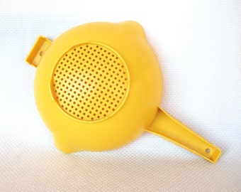 Vintage Tupperware Large Yellow Colander with Left-Handed and Right-Handed pour spouts