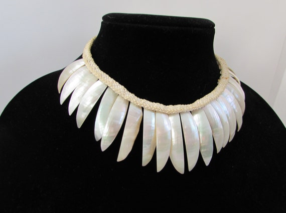 Vintage Cowrie Shell Necklace choker, flower petal shape 1970s, mother of pearl