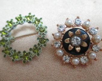 vintage costume jewelry   / 2 small brooches