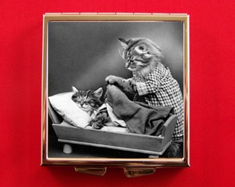 Pill Box Adorable Mother Cat putting Kitten to bed Vintage Harry Whittier Frees Kitsch Kitty Unique