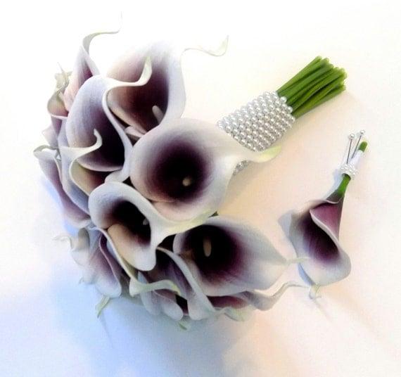 Lily-Brautstrauss mit dienstlich, lila und weißen Calla-Lilien, lila ...