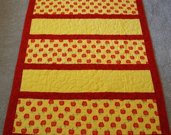 COZY Flannel Apples Quilt 48x62