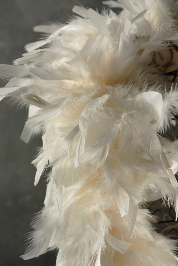 Chic christmas ivory feather garland decoration by