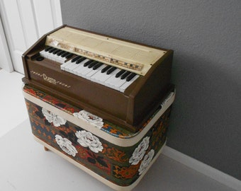 vintage duette electric polychord organ playing piano / brown
