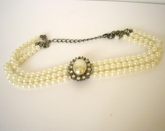 Vintage metal and faux pearl victorian style modern necklace