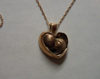 Vintage 14 kt Yellow Gold Hand Made Heart Shaped Mother & Daughter Pendant Necklace