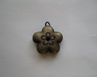 1 Mini Flower Locket