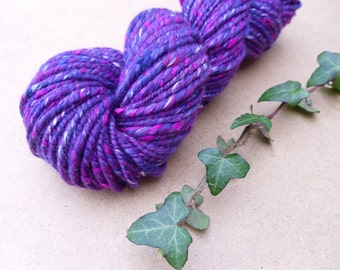 Handspun bulky yarn, plied handspun, wool, mixed fibres, textured handspun, purple handspun yarn