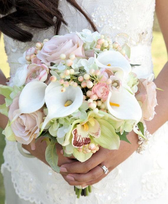 Calla lily rose bouquets de demoiselle dhonneur mini lys for Bouquet de lys