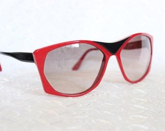 80s Sunglasses 1970s Designer Eyewear Red and Black Minimal Geometric Frame NOS Non Rx Lens Gottex