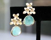 Flower and Mint Earrings in Gold. Mint Green Earrings.Gold Mint Earrings.Bridesmaid Earrings.Bridesmaid Gift.Wedding Earrings.Delicate.Gift