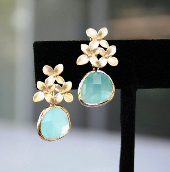 Flower and Mint Earrings in Gold. Mint Green Earrings.Gold Mint Earrings.Bridesmaid Earrings.Bridesmaid Gift.Wedding Earrings.Delicate.Gift