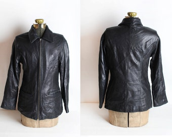Size Small Women's Vintage Short Black Leather Jacket