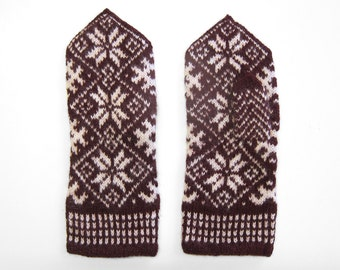 Size M: Handmade Nordic Star Woolen Mittens in Burgundy