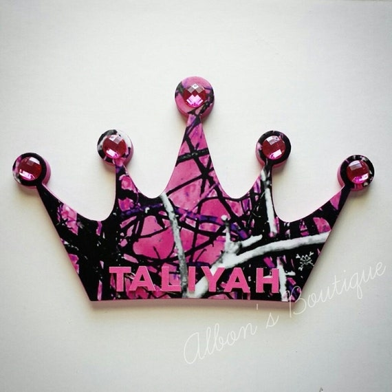 Muddy girl pink camo crown wall decor with by albonsboutique for Pink camo decorations