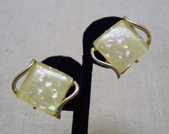 1960s Creamy White Confetti Lucite Clip Earrings