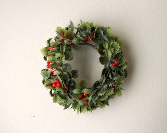 Vintage Candle Wreath, Plastic Retro Holly Candle Pillar Wreath, Christmas Decoration, Holiday Decor