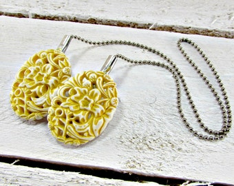 Vintage Yellow Flower Sweater Guard Clip, Carved Celluloid Sweater Clip, Silver Collar Clip Chain, Cardigan Clip, 1950s Rockabilly Jewelry