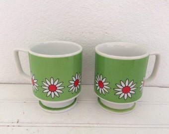 Pair Groovy Flower Power Coffee Mugs - Retro Daisies - Red Green - Pedestal Cups - Mod Hippie Flowers - Stackable - Retro Kitchen
