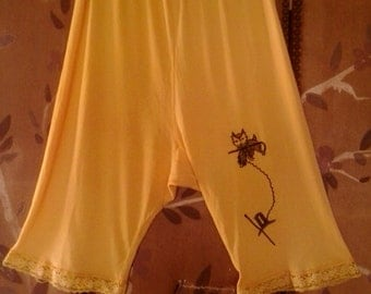 60s yellow bloomers with black embroidered scotty dog and hat