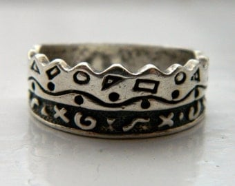 Vintage Oxidized Sterling Silver Tribal Geometric Crown Ring Size 8 3/4