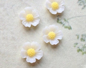 11 mm Milky White Little Resin Flower Cabochons  (.s)