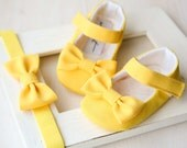 SET of yellow baby girl shoes and bow HEADBAND, bow shoes, yellow maryjane, yellow baby outfit, git set