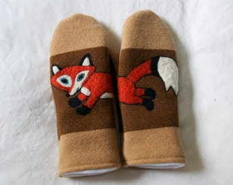 Wool mittens with felted fox