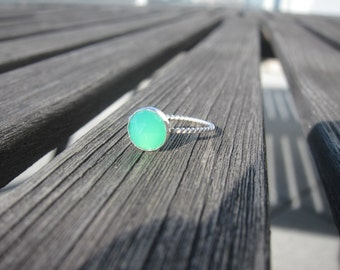 Stackable Rose Cut Chrysoprase on a Twisted Sterling Silver Band - size 6.25