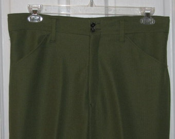 AVOCADO GREEN PANTS // Men's Textured Olive Polyester Wide Leg Pants Size 34/35 Office Work Pressed St. Patrick's Day