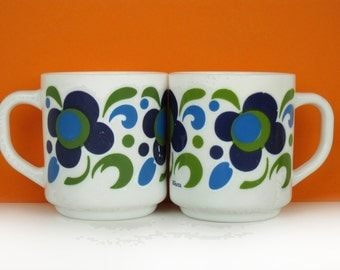 2 vintage Arcopal mugs, 70s milk glass, blue and green pair, retro kitchen, made in France