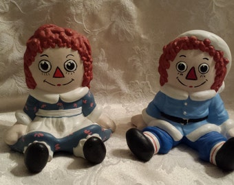 Vintage Raggedy Ann & Andy ceramic figurines 1975 Christmas hat 4 1/2""