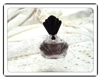 Passon Perfume Bottle - Miniature Vintage by Elizabeth Taylor Vanity Collectible PF1927a-032313000