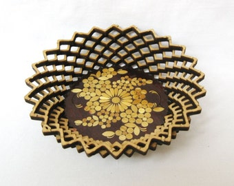 Vintage wood carved bowl Bread Candy or trinket dish Straw inlay Not used