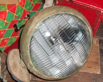 Vintage headlamp from the 1930-40 in great condition with wires and screw mount, great movie prop, tractor lamp, antique car light rare