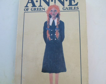 Vintage Anne of Green Gables Book, Lucy Maud Montgomery, very old paperback, charming illustration cover, First Canadian Paperback Edition