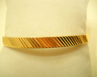 Vintage Gold Tone Ridged Bangle Bracelet (9705)