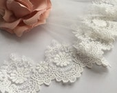 2 yards white vintage embiordery sunflower scalloped edges lace trim.  Wedding lace.  Dress clothes skirt bottoming. Gloves making.