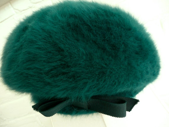 Vintage Hat - Fur Felt Beret Cap - Kangol Design Milinary Cap - Emerald Green Hat - Decorated  w Grosse Ribbon Bow - Cap Made in England