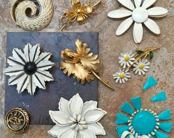 Wholesale Jewelry Lot Destash Collection Mod Vintage 1960s Flower Power Brooch Figurals Painted Flowers Floral Pins Wholesale Job Lot Brooch