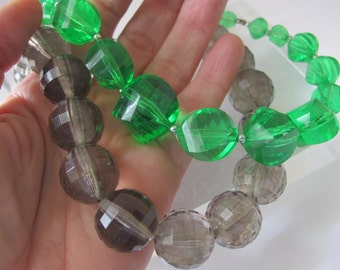 Retro Single Strand Plastic Lucite Resin Bead Necklace Choker/ Choice of Green or Gray/ 1960's Plastic Graduating Bauble Beads