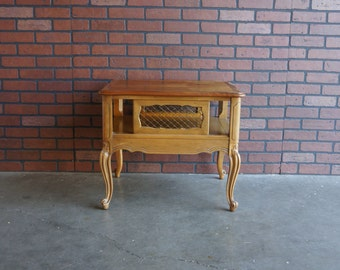 French Provincial End Table / Chairside Table / Country French End Table