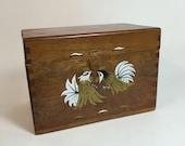 Wood Recipe Box / Vintage Dovetail Recipe Box Roosters / Farmhouse Chic Dovetail Recipe Box