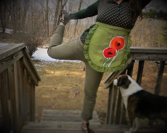 PrettyPoppies~ Apron~ half apron - Handmade w/ poppies Patch~green lace trim