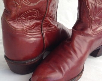 Stunning whiskey-colored Tony Lama 'El Rey' vintage cowboy boots in 13D. Beautifully, perfectly, impeccably worn-in.