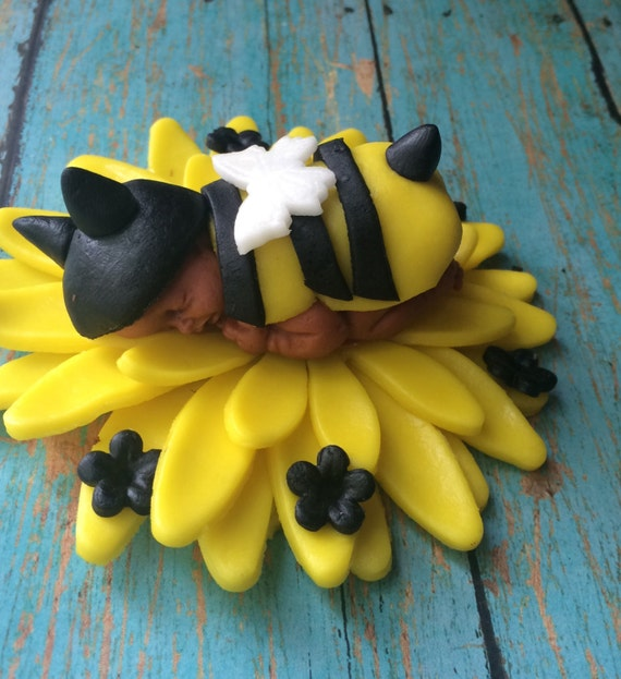 Items similar to BUMBLE BEE BABY Shower Cake topper ...
