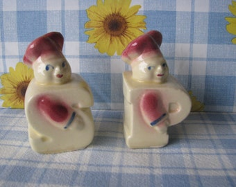 Chef Salt & Pepper Shakers - Shawnee Pottery - Kitsch - Vintage 1940's