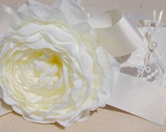 Cute wedding dog collar, Beautiful white and flower collar for lovely dog,handmade ivory white flower dog wedding collar.Birthday dog gift